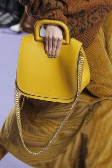 yellow bag streetstyle