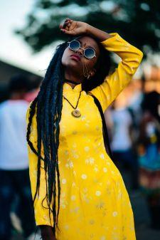 yellow dress streetstyle
